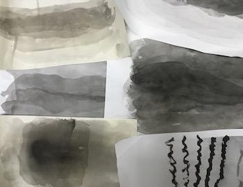 和紙とコピー用紙に墨汁の濃淡を使って色を重ねる